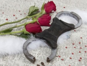 schokolat-handcuffs-chocolate valentines Day Yumbles present